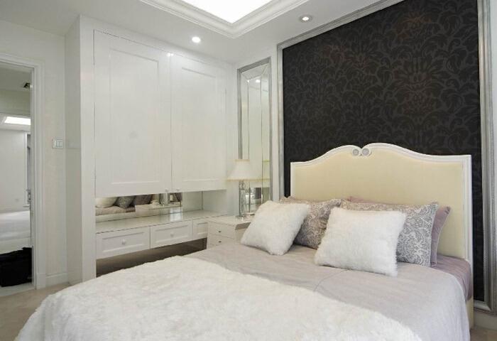 该案例采用的是美式简欧风格,装修公司四川省幸福魔方装饰工程有限公司,设计师在简欧风格上加上美式的家居配饰习惯,配饰上选择相对奢华系列,区别于传统美式简欧的自然,随行,健康的特点。白色的主色将整个家居打造得宛若冰雪世界,淡淡地粉色系加以点缀,仿佛一个美丽的童话世界;,美式,卧室,混搭,欧式,三居,120平,7万,