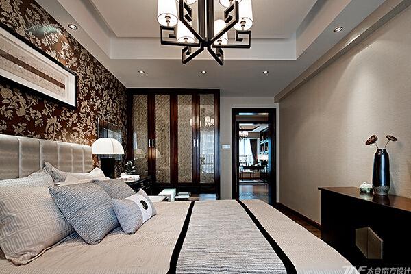 一个家所承载的更多不是富丽堂皇的装饰,而是一份别致有韵,温馨可依的居所。大隐于市,闲时只需一杯香茗,一本好书的私享生活.....,卧室,40万,175平,中式,原木色,四居,