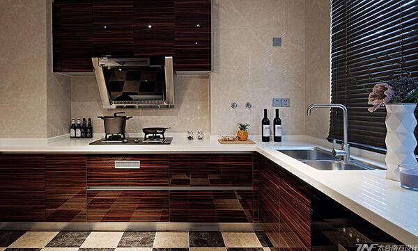没有高贵的石材,没有华丽的装饰手法,唯有那质朴地板幽幽的透着一股木香,让人有一种淡定心宁的心境。,中式,175平,四居,厨房,原木色,40万,