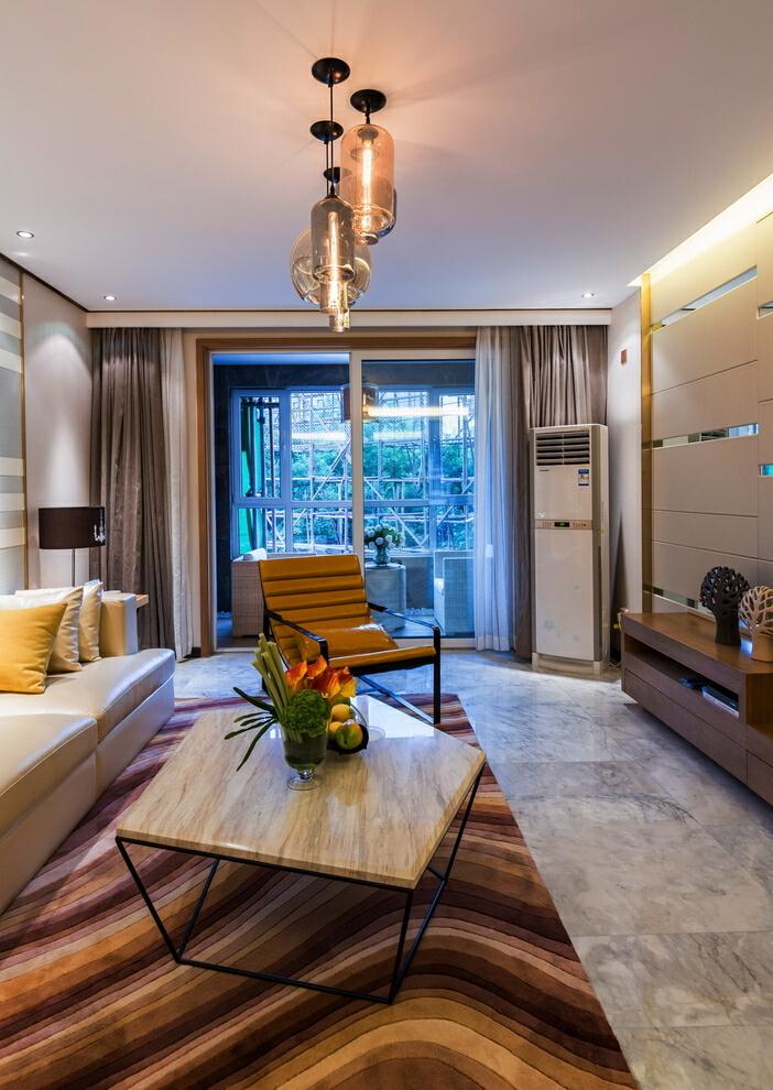 还是客厅,客厅空间最大,能突出的亮点最多,本张推拉落地玻璃门外藏着的阳台让人想一探究竟,45万,客厅,现代,四居,白色,130平,