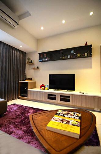 以客户需求为导向,活用系统家具和局部木工,掌握装修预算和质感的平衡,打造符合居住成员期待的简约空间。,客厅,三居,现代,白色,原木色,