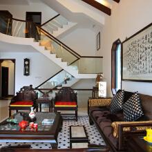 中国传统的室内设计融合着庄重和优雅的双重品质从室内空间结构来说,以木构架形式为主以显示主人的成熟稳重。